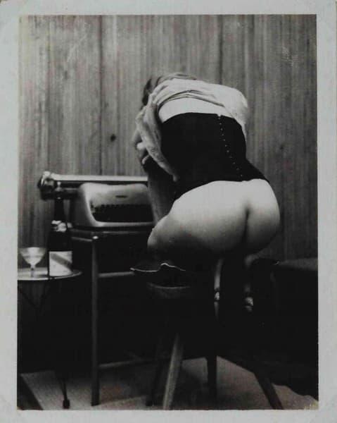 Nudo con Olivetti lettera 3280 Lexington